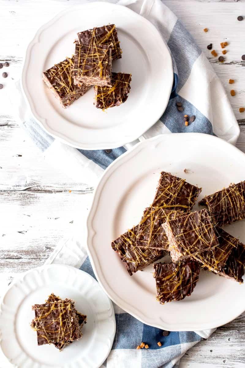Salted Dark Chocolate Caramel Rice Krispie Treats | savorynothings.com