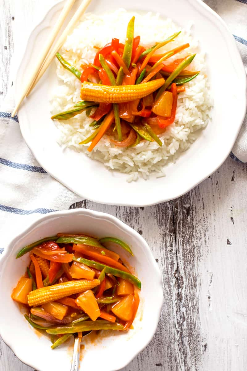 Vegetable Sweet and Sour {Takeout Shmakeout! Make your favorite Chinese dinner at home!} | savorynothings.com