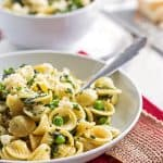 Put away the complicated recipes and make this creamy one pot spinach pea pasta instead! With just 5 minutes prep, it's ready in less than 30 minutes. See for yourself how easy this vegetarian dish is!