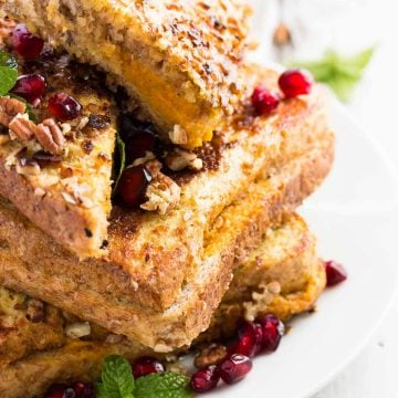 This Skinny Crunchy Stuffed Pumpkin French Toast is the perfect fall breakfast. Serve with maple syrup for an extra-special treat!   savorynothings.com