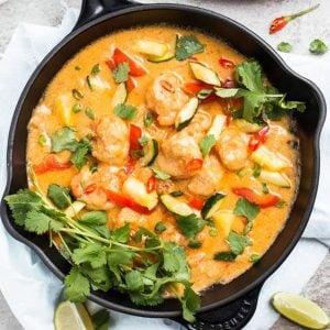 shrimp curry in black skillet