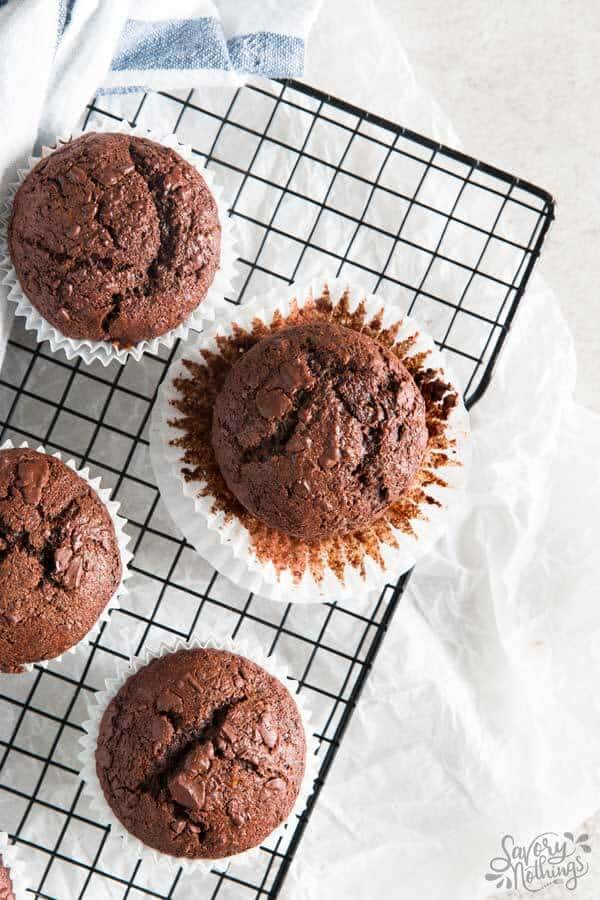 Nobody can resist these healthier chocolate banana muffins - healthy ingredients for a feel good breakfast!