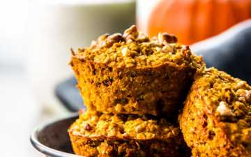 stacked pumpkin oatmeal cups on black dish