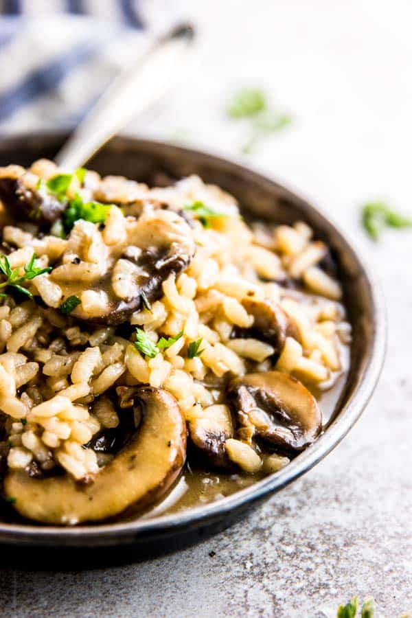 Get dinner on the table in a flash with this pressure cooker mushroom risotto!