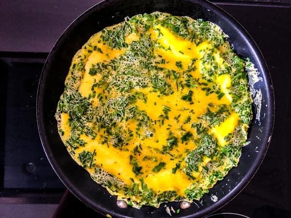green goddess omelette in a skillet
