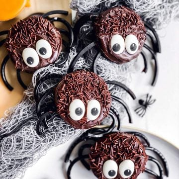 Oreo decorated spiders in Halloween tablescape