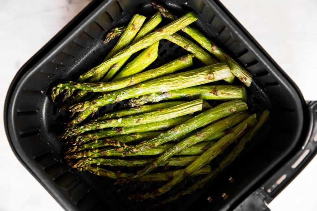 cooked asparagus in air fryer basket